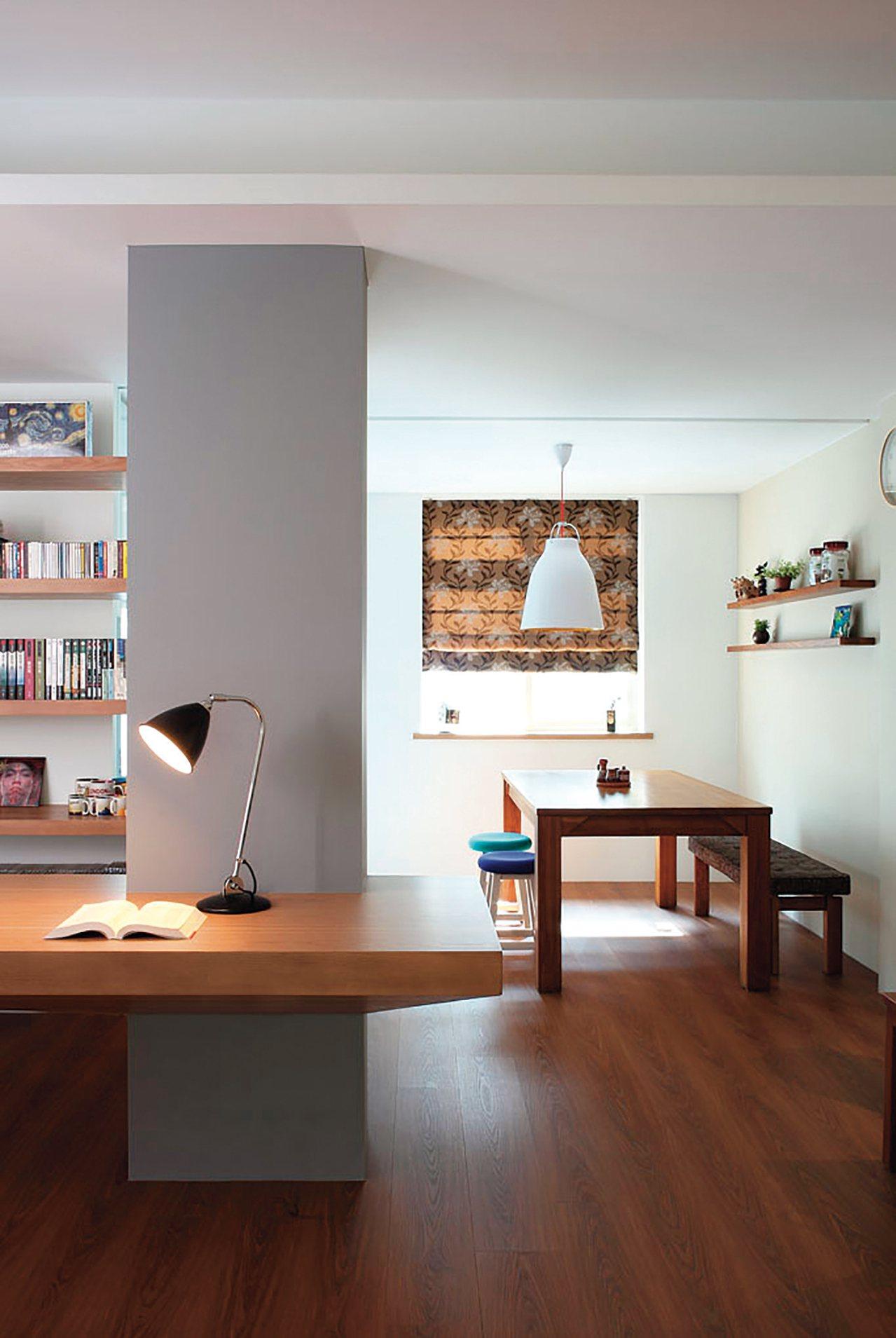 林黛羚最推薦在家CEO擁有一張長型工作桌,可以開會或用餐,用途與氛圍立刻變得不一...