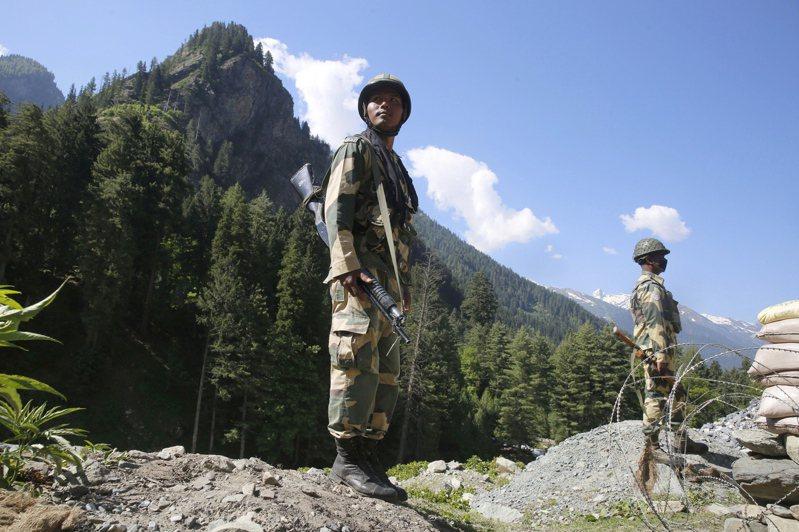駐守在中印邊界的印度部隊。歐新社