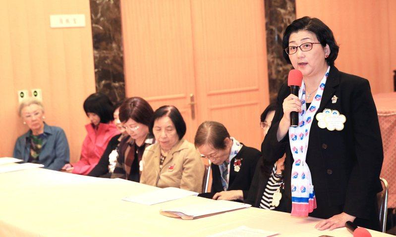 婦聯會主委雷倩(右一),用拉法葉案10年追真相的精神,為婦聯會的生存及名譽奮戰。 圖/聯合報系資料照片