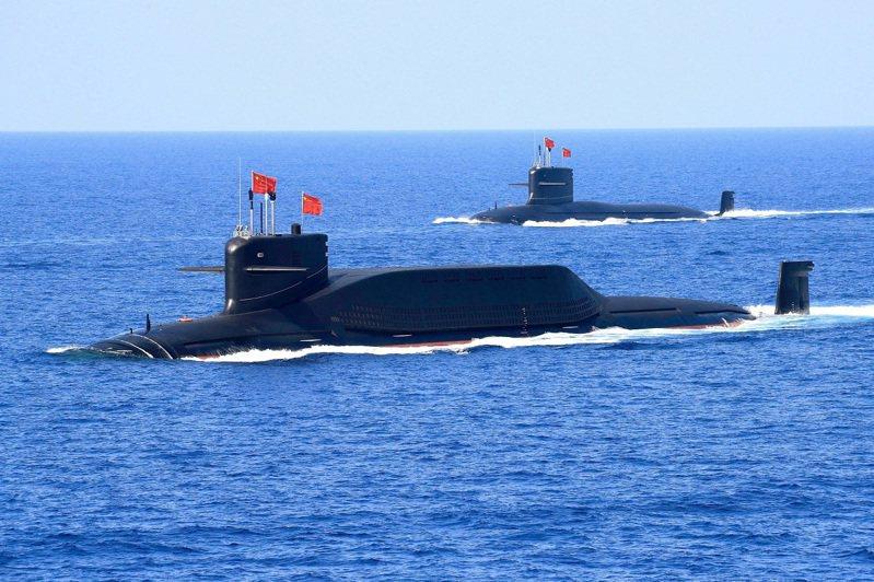 中共人民解放軍094A型彈道飛彈核動力潛艇,攝於2018年4月。圖非當事潛艇。日本防衛省20日證實,一艘外國潛艇18至20日行經鹿兒島縣奄美大島周邊的日本領海鄰接區,全程並未上浮。路透