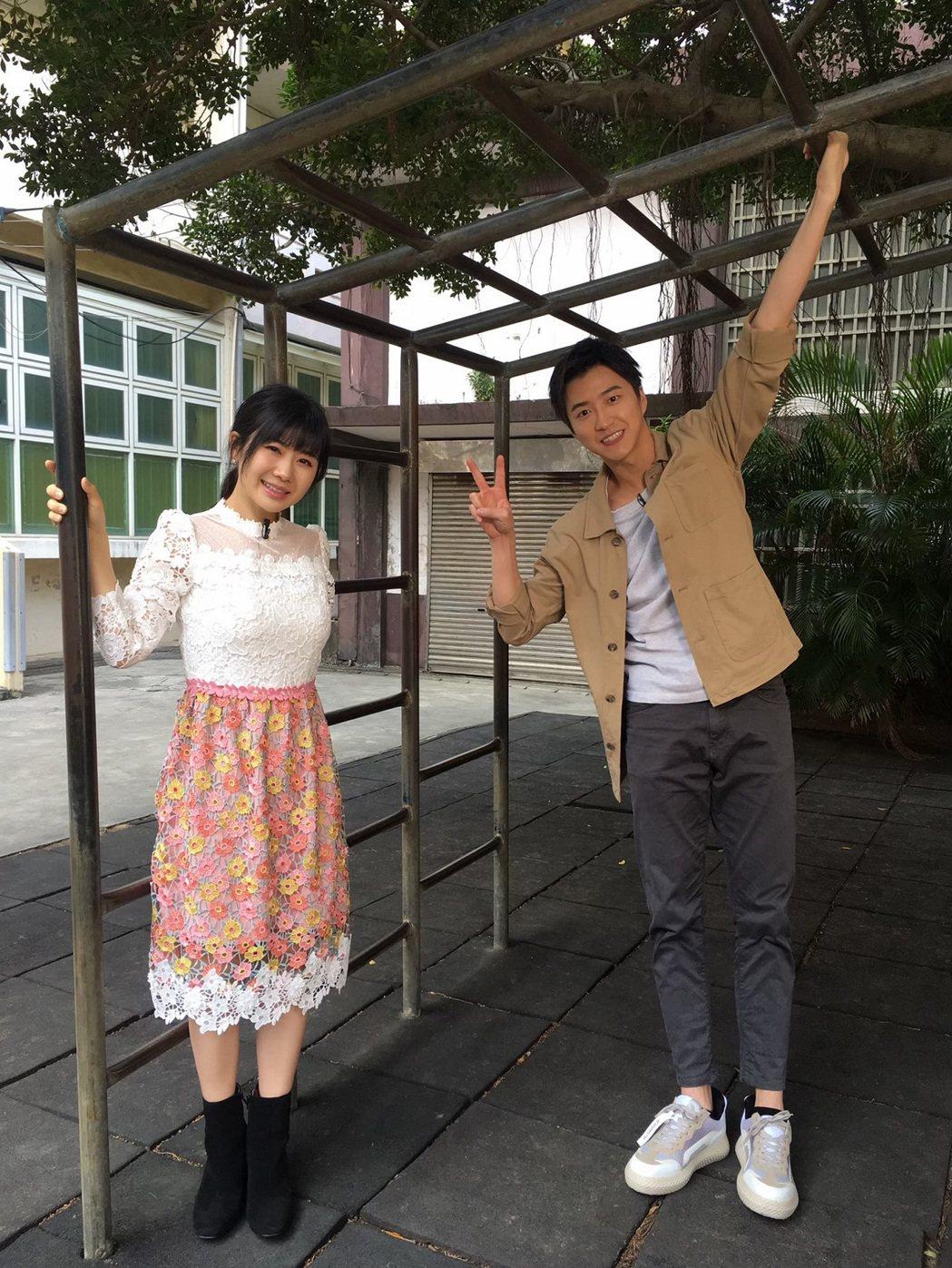 江宏傑帶老婆福原愛回到小學母校。圖/八大提供