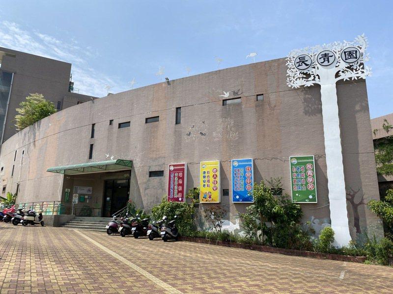 嘉義市長青園是中南部少有的公辦民營老人住宅,有33間房間,目前由嘉義基督教醫院經營。記者陳雅玲/攝影