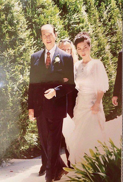 何超儀17年前的婚禮,父親何鴻燊相當開心。圖/摘自IG