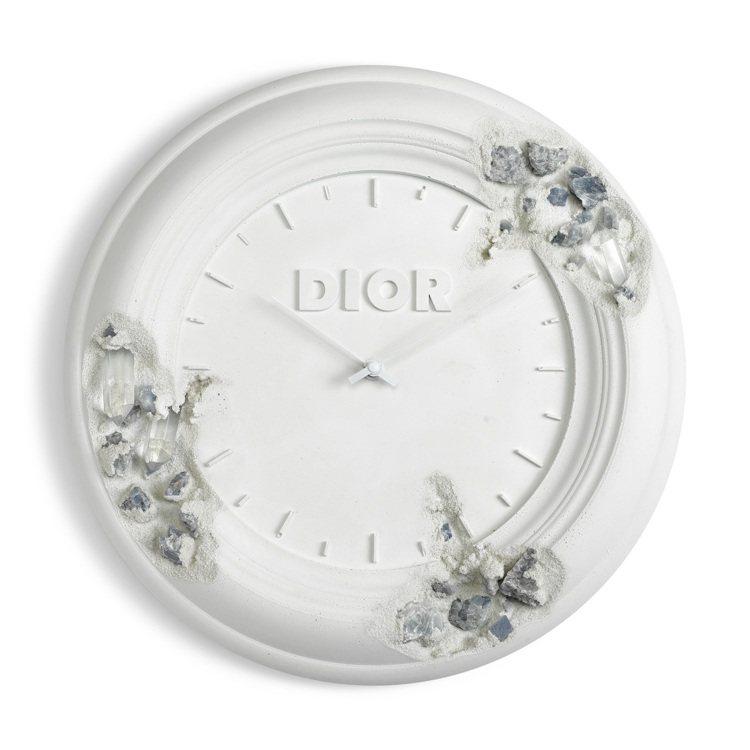 《Future Relic Eroded Clock》,石膏與石英晶體雕塑、瑞士...