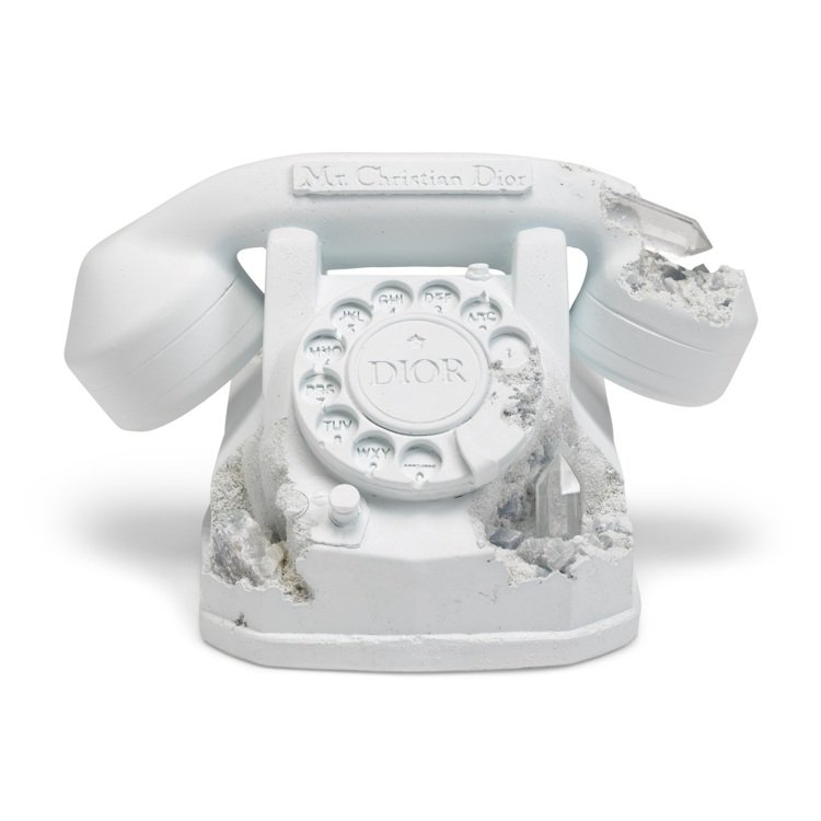 《Future Relic Eroded Telephone》,2020年作品,...