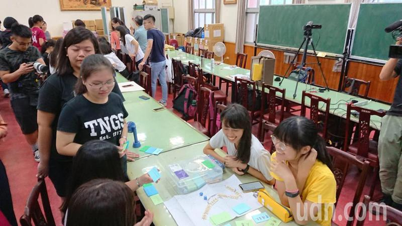 教育部推動數位深耕,台南市教育局建立培訓機制,希望擴大效應。記者鄭惠仁/攝影