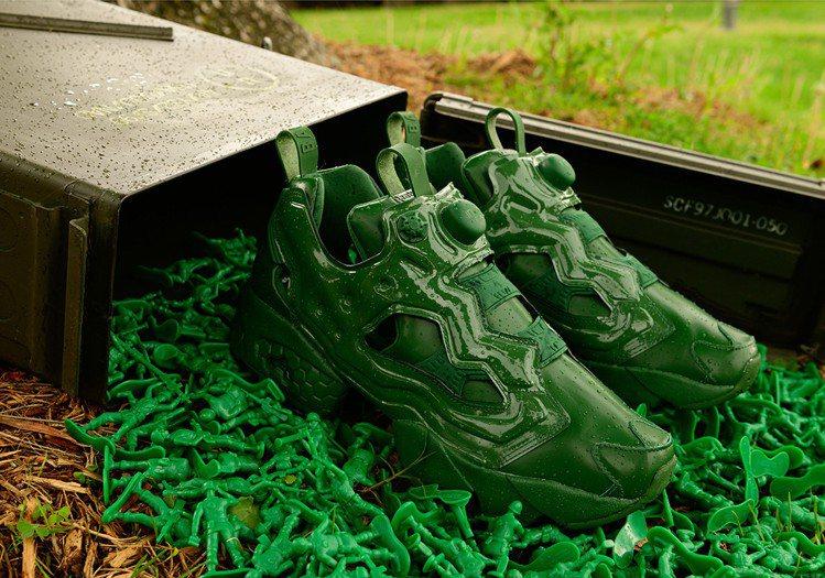 Reebok x「玩具總動員」綠色小兵鞋。圖/取自twitter