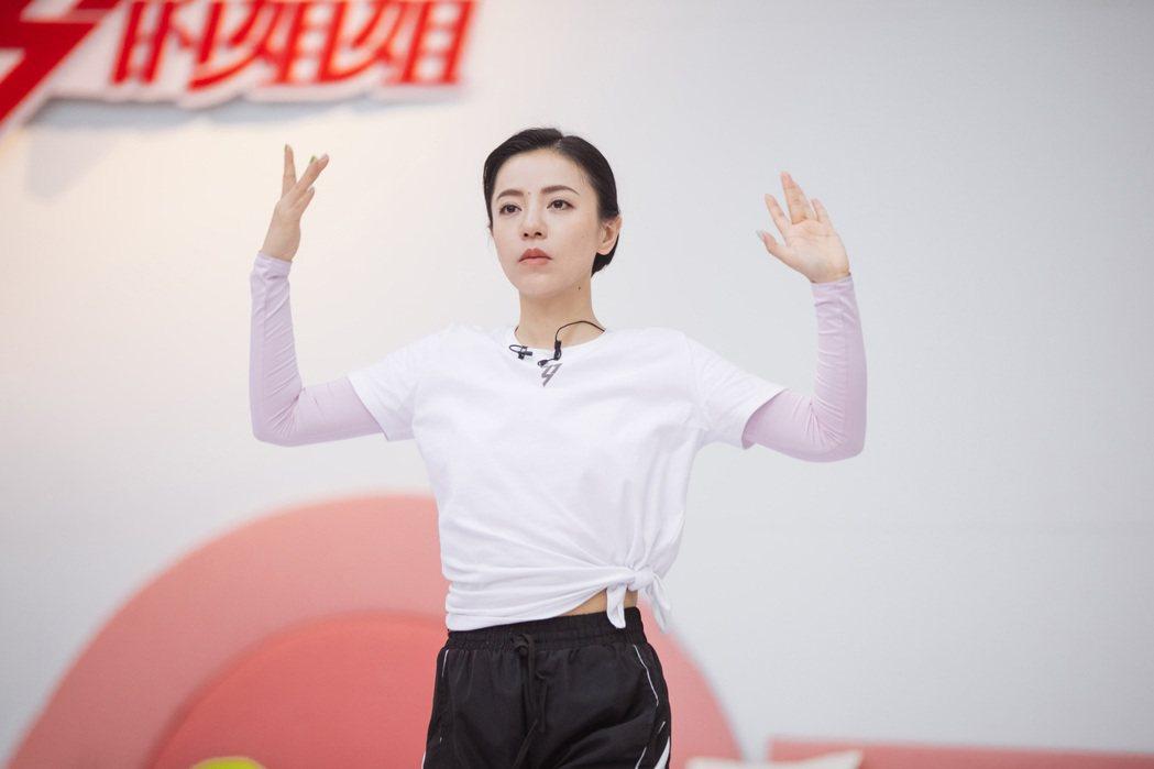 丁噹參賽湖南衛視芒果TV的「乘風破浪的姐姐」節目,連2期受盡委屈,讓粉絲忍不住幫