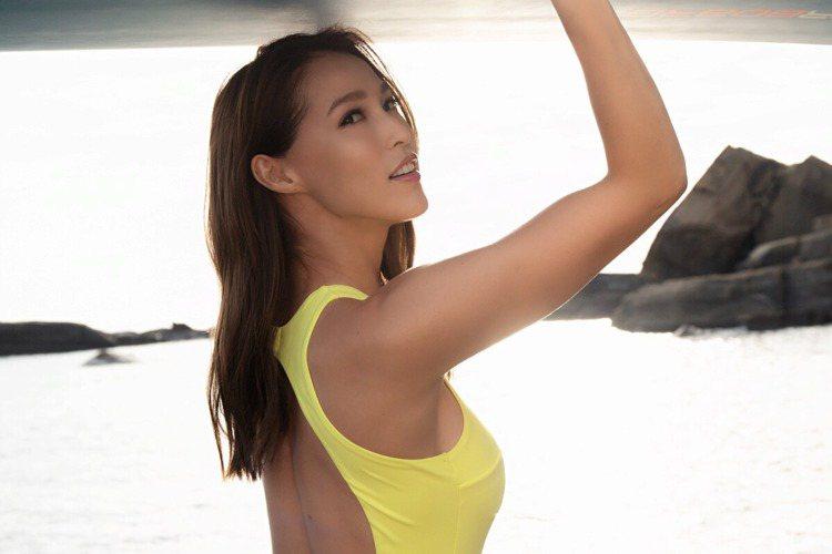 巴西、日本混血名模Akemi香月明美總是以甜美燦爛笑容、性感完美身材陽光形象,令人印象深刻,健身有成的她,日前推出一款免費運動app「AKTIV」,透過每日上傳當日的運動訓練,號召追求健康、不發胖體...