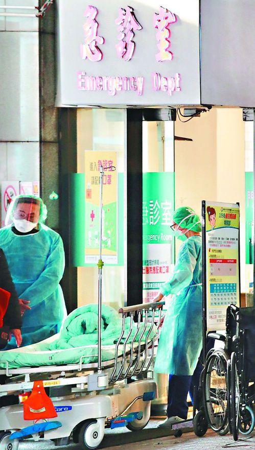 7月1日起,醫事人員與社工經醫院同意即可出國。 圖/聯合報系資料照片