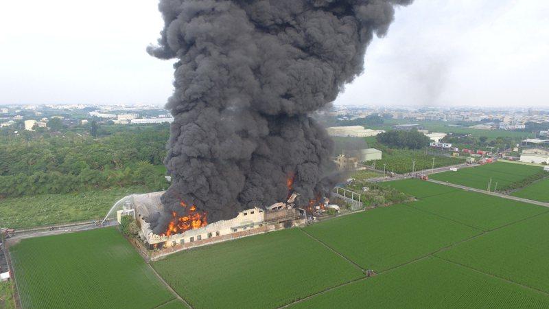 農地違章工廠往往成為消防安檢的漏洞。對環境造成威脅。圖/讀者提供