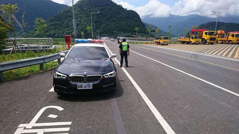 蘇花改昨起實施最低速限,在車流順暢下,駕駛人若刻意放慢車速低於50公里者,將列入優先勸導取締對象。圖/宜蘭縣警察局提供