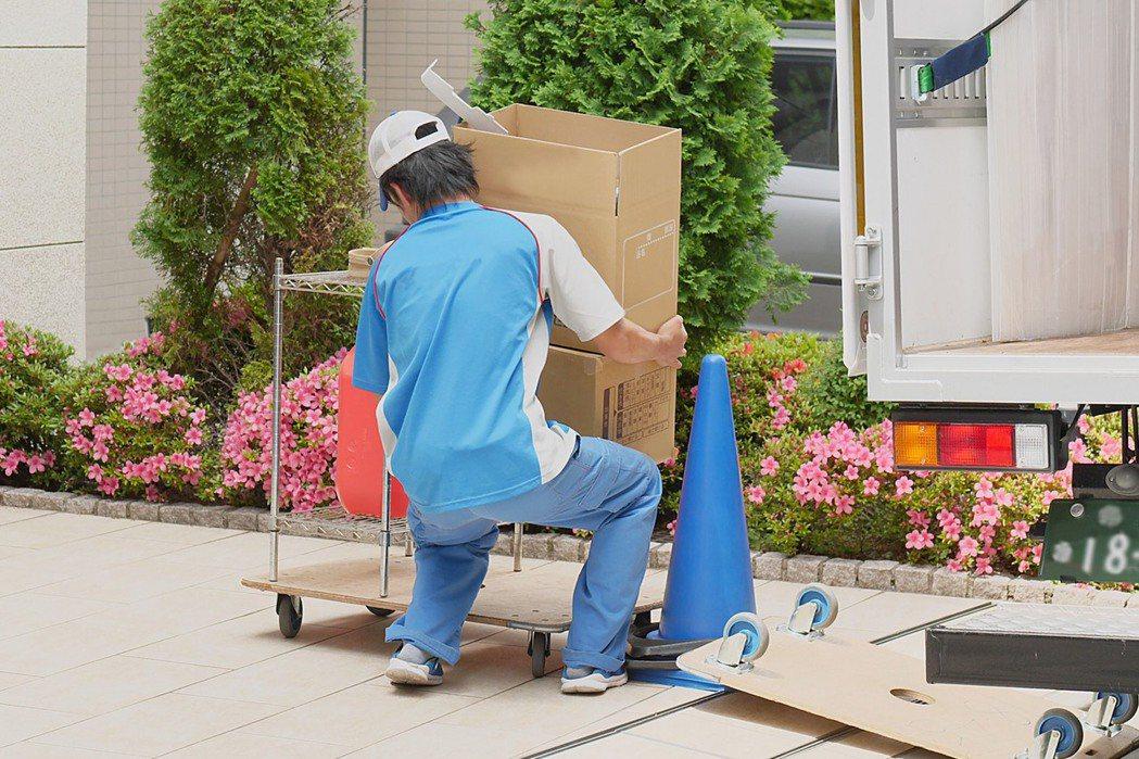 繁瑣的搬家過程,所遺留下的廢棄物應該如何處理呢,若先做好分類,可以讓搬家過程更順...