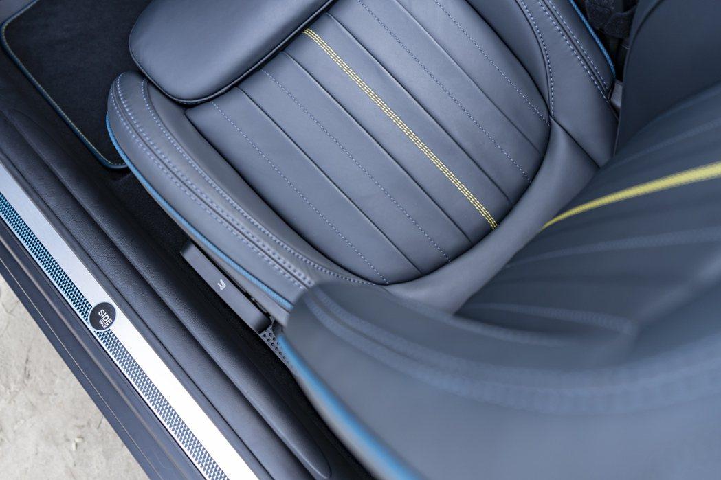 MINI Cabrio Sidewalk Edition專屬設計迎賓門檻。 圖/...