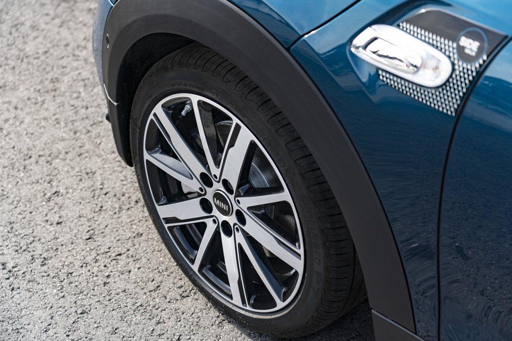 MINI Cabrio Sidewalk Edition專屬方向燈飾板與Scis...