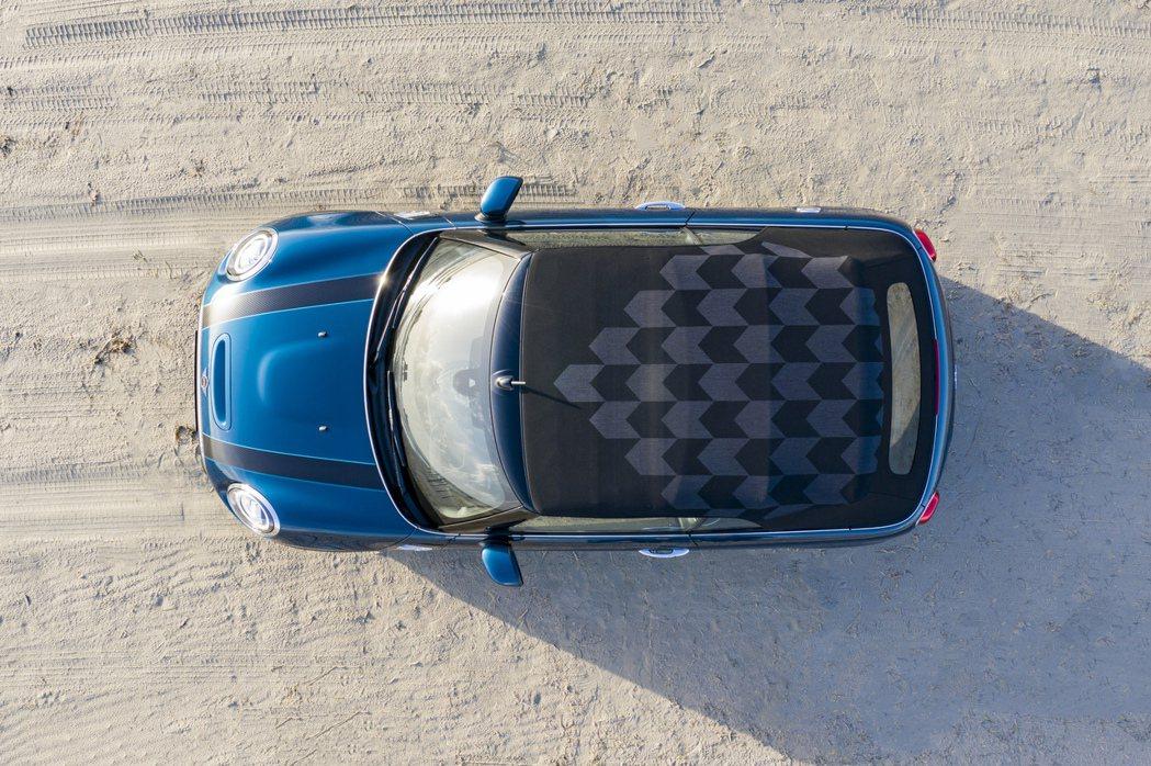 MINI Cabrio Sidewalk Edition專屬交織格紋頂篷。 圖/...