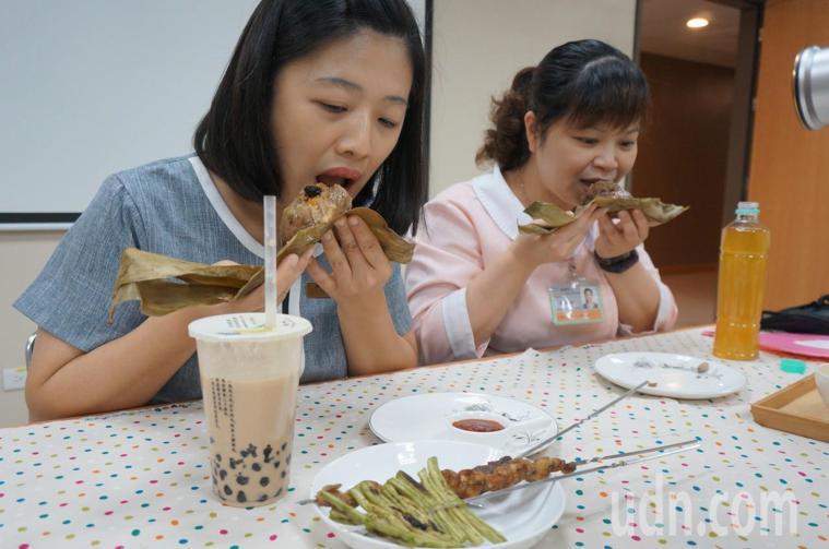 端午節不能免俗吃粽應景。本報資料照片