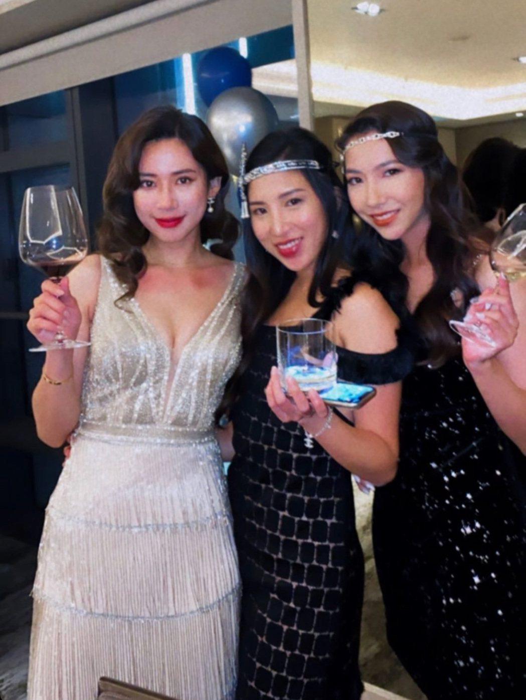 趙岱新(左)穿著銀色流蘇禮服,造型相當火辣。圖/摘自IG