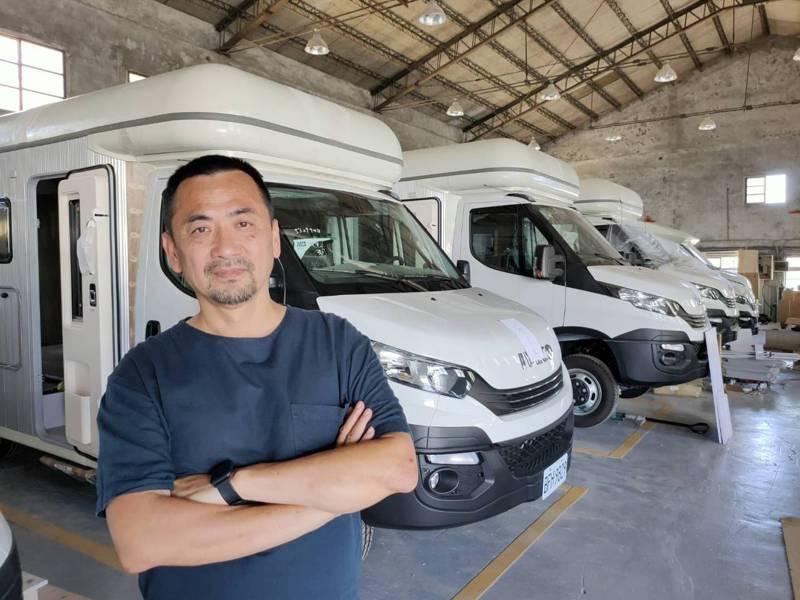 巴克斯車廠負責人顏宏文在疫情中創造生路。 記者黃寅/攝影