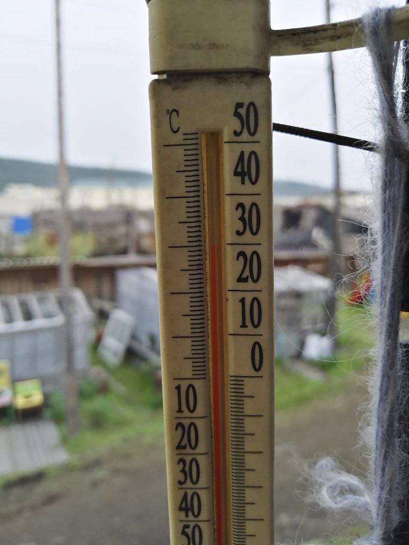 過去曾出現攝氏零下68度極端低溫的俄羅斯西伯利亞小鎮維爾霍揚斯克,竟在昨天測得攝氏38度高溫。美聯社