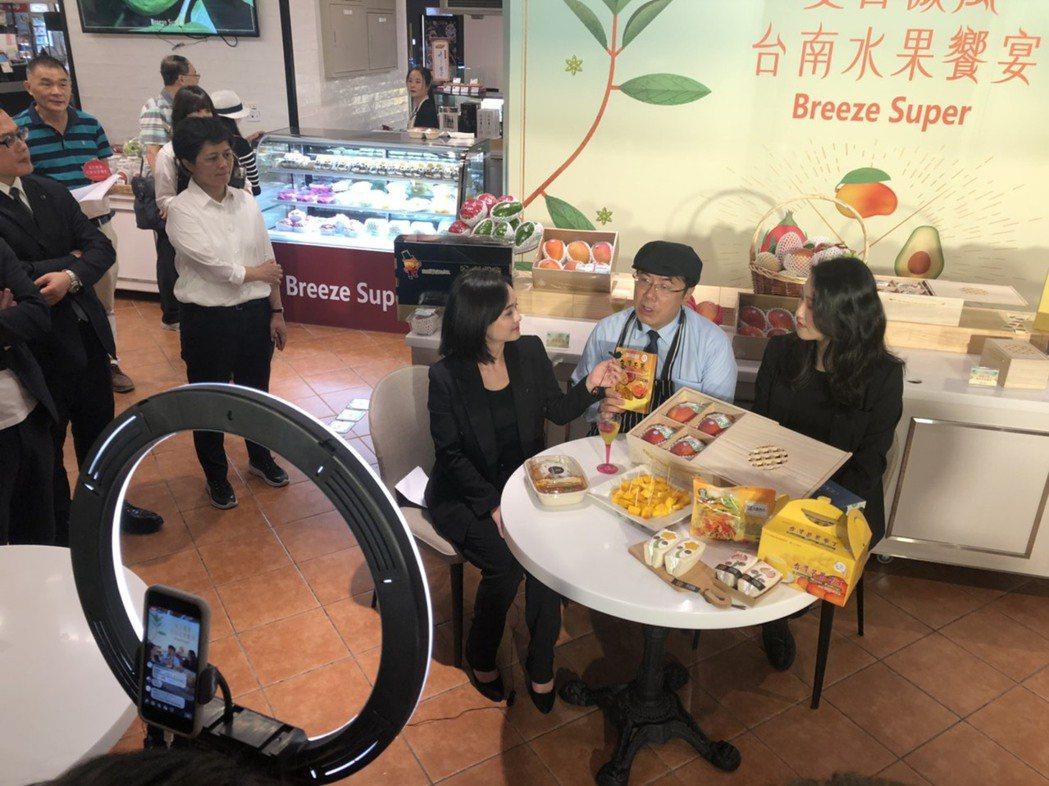 台南市長黃偉哲擔任微風美食研究室直播神秘嘉賓。業者/提供