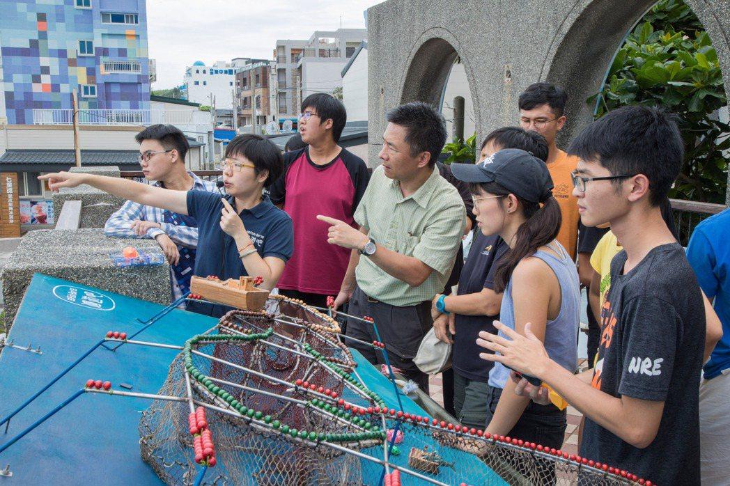洄遊吧的教室就在七星潭岸邊,學員參加課程們不只學習海和魚的故事,還可以從陽台上一...
