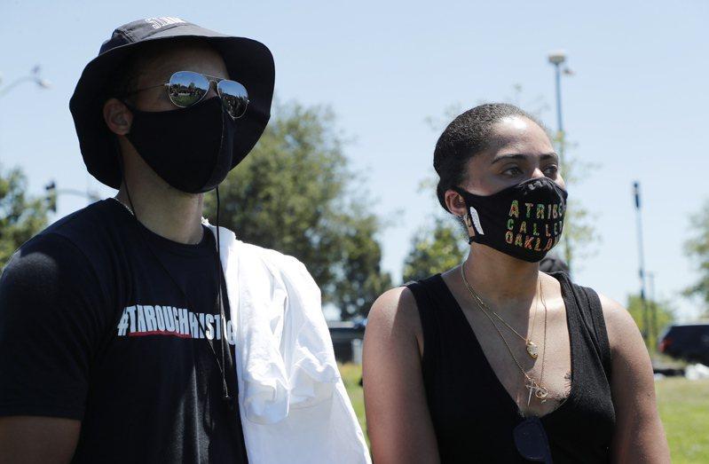 柯瑞(左)日前參與抗議種族視活動。 歐新社