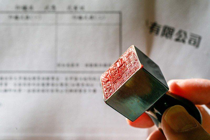 台灣的印章文化,根源於日治時期留下的印鑑制度,而日本人用印章,又可上溯至鎌倉時期,當時是由中國傳入。圖片來源:邱劍英攝