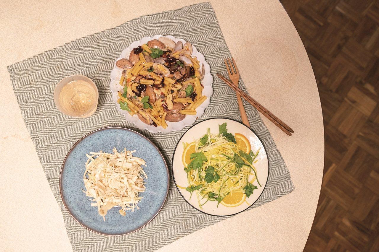 料理初學者在家也能端出一桌如餐館一般的料理。 圖/謝佩穎 攝影