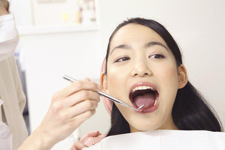 定期看牙醫。圖/ingimage