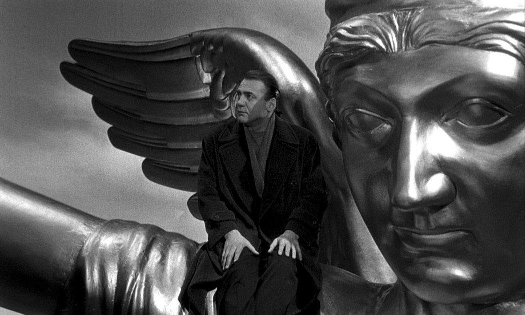 《慾望之翼》的柏林如同天使,看顧著忙碌的塵世。 圖/金馬執委會提供