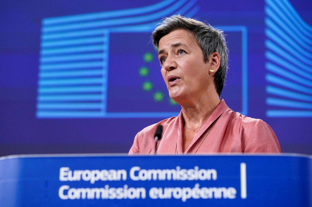歐盟委員會執行副主席維斯塔格,日前透過網路記者會說明「外國補貼白皮書」。 圖/路透社