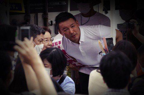 山本太郎是藝人出身,在2011年的311大地震發生之後,因福島第一核電廠事故,開...