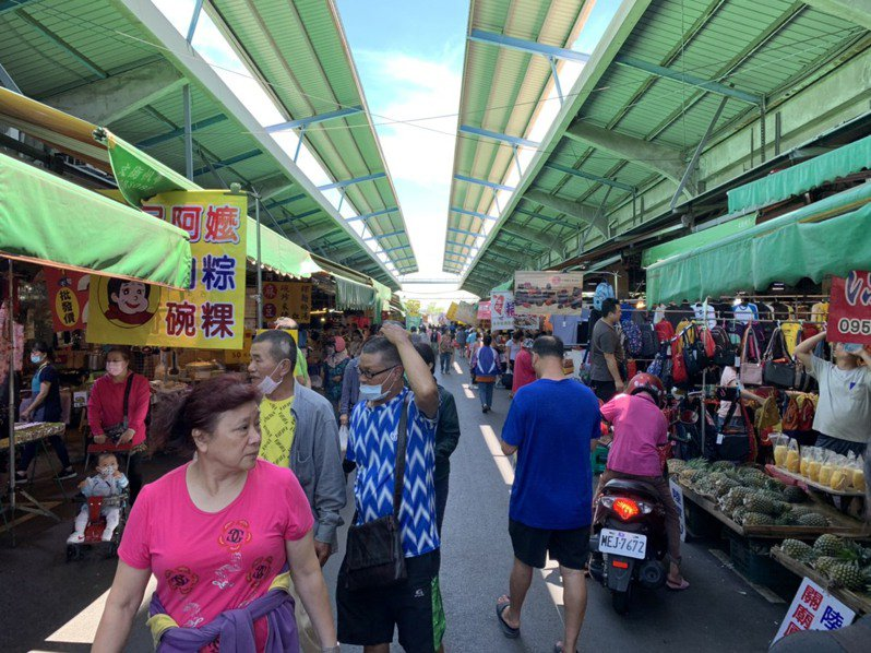 台南地區農會經營台南市綜合農產品批發市場,堪稱是台南最大的菜市場。 圖/台南地區農會提供