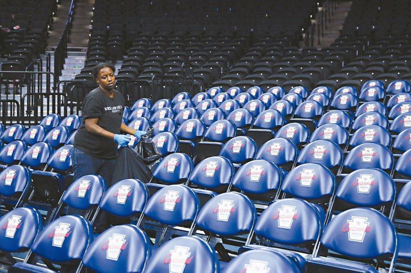NBA自從上週開始檢測以來,已有25名球員與10名工作人員確診。 美聯社資料照片