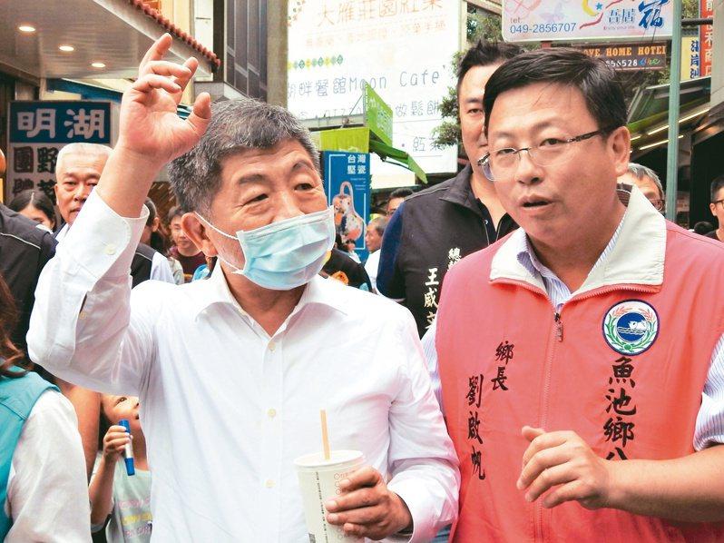 衛福部長陳時中(左)昨天到日月潭風景區了解防疫觀光時表示,為了防止疫情,政府有很多不得已措施,會讓有些人受到傷害,感到很抱歉。 記者賴香珊/攝影