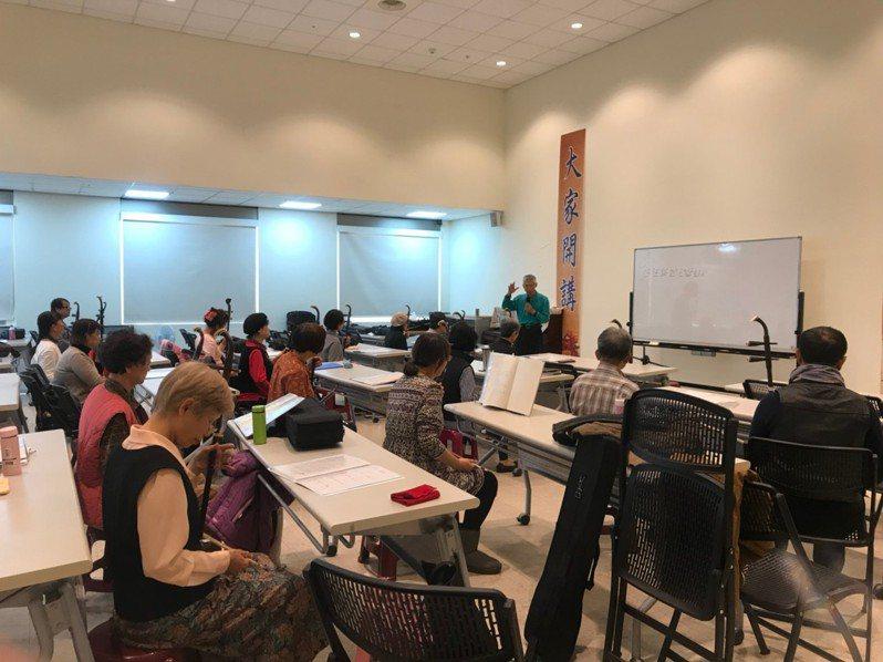 疫情已趨緩, 7月1日起各終身學習機構將陸續開放課程,邀請民眾投入終身學習行列。圖/新竹市政府提供