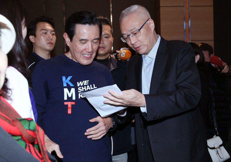 國民黨前主席吳敦義(右),前總統馬英九(中)。圖/聯合報系資料照片