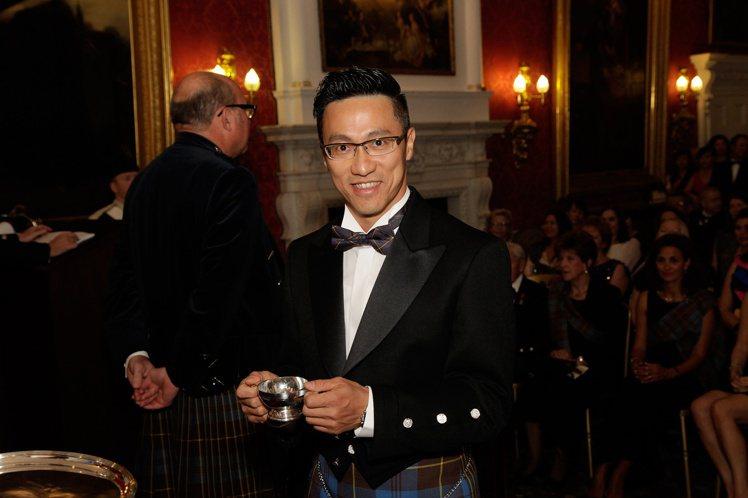 詹昌憲於2015年獲頒蘇格蘭雙耳酒杯執持者協會終身會員(The Keepers ...