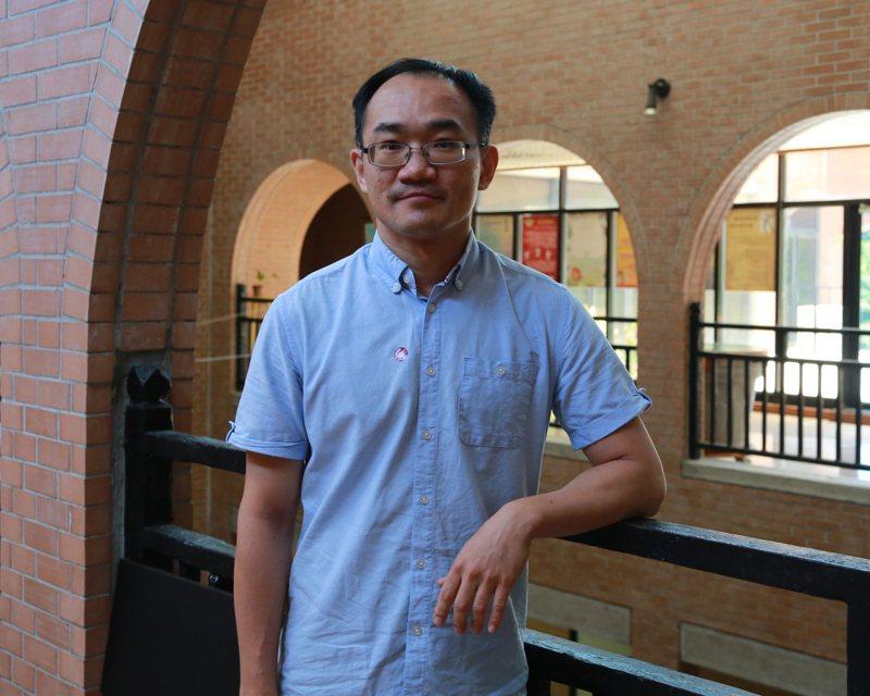 中山大學物理系助理教授黃信銘參與的跨國研究,在1年半內榮登三大國際權威期刊《Nature》、《Nature Materials》及《Science》,學研能量驚人。圖/中山大學提供