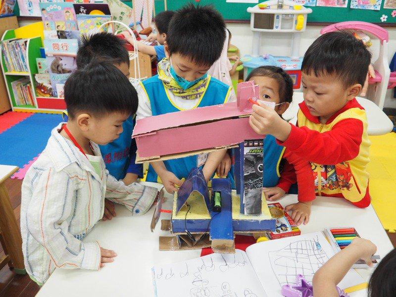 新北市長侯友宜今宣布新北市加碼補助私幼加入準公共幼兒園。圖/新北市教育局提供