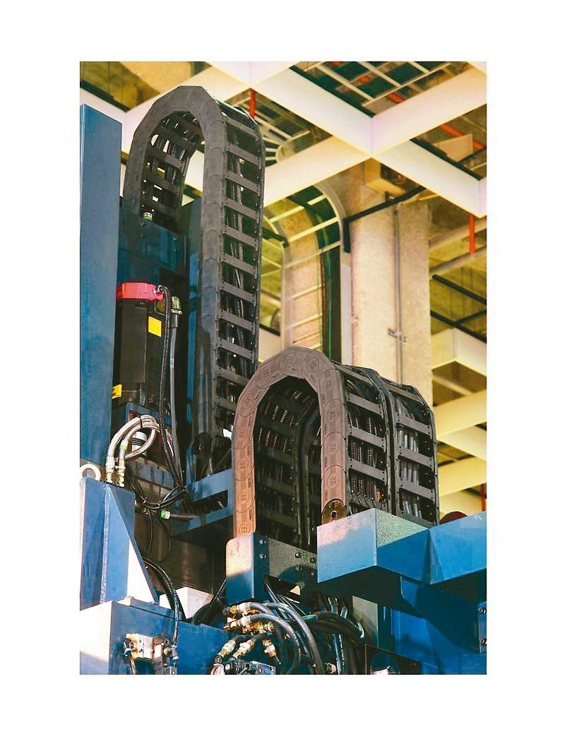 欣軍SINZ游動護管結合了外觀線條美感、游動時的整體平整與順暢度、重量承載安全性...