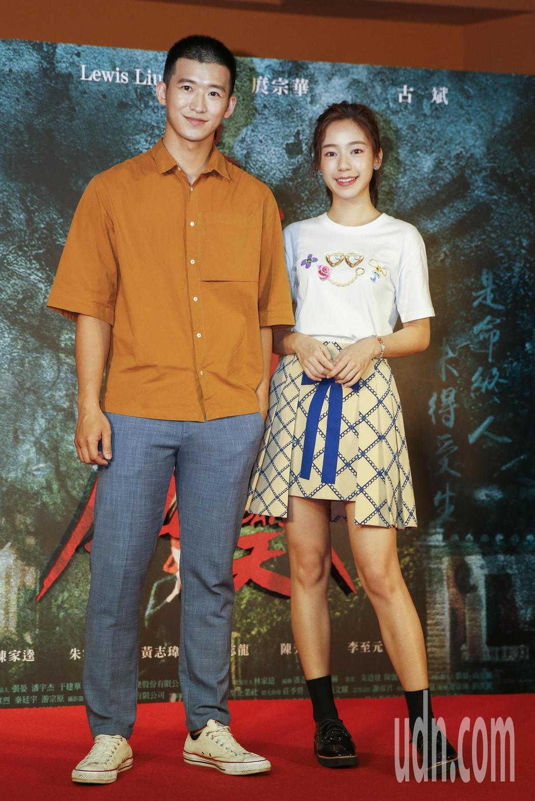 電影「驚夢49天」晚上舉行首映會,演員李至元(左)及陳天仁(右)。記者鄭超文/攝...