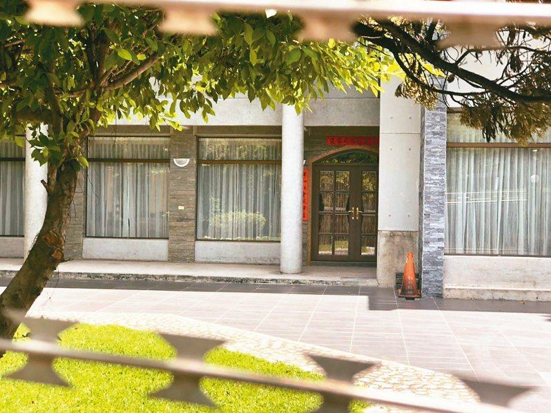 高雄市長官邸位在苓雅區凱旋路,目前無人使用,大門深鎖。 記者王慧瑛/攝影