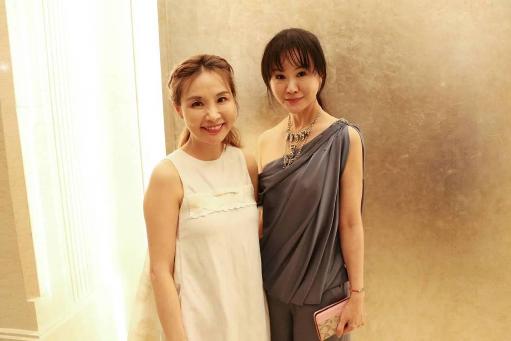 許聖梅(左)和選美教母張如君。圖/中華全球城市選拔協會提供