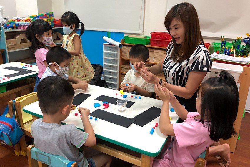 桃園華勛國小幼兒園小朋友,設計連續6週的「藝術小城堡」美學課程。 元智大學/提供