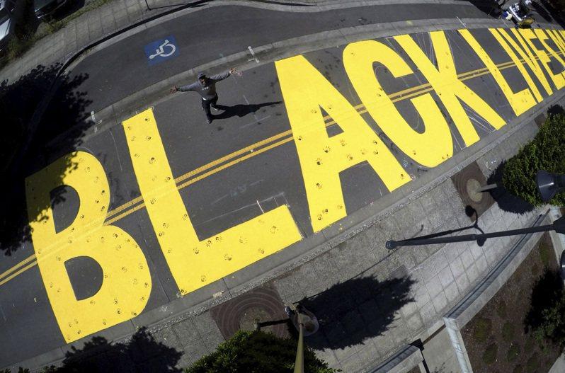 從「黑人命也是命」街頭運動已推展到修正美國歷史的行動。(美聯社)