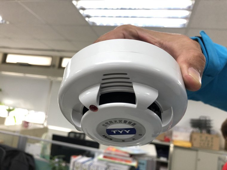 圖為住宅用火災警報器。 記者邵心杰/攝影