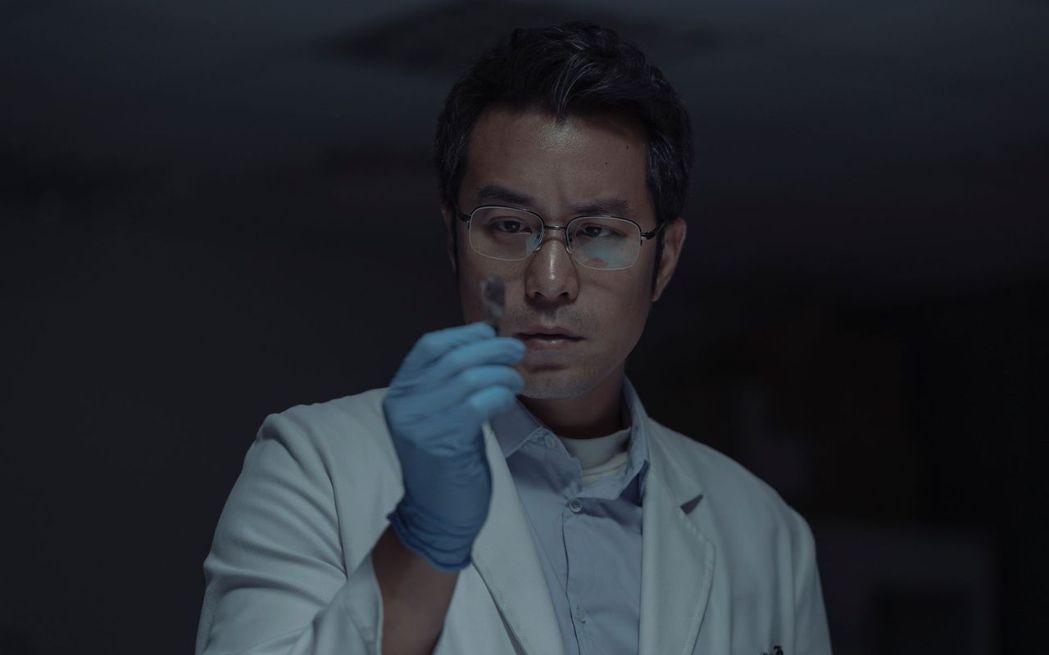 張孝全在劇中飾演憑證據辦案的鑑識專家。 圖/Netflix