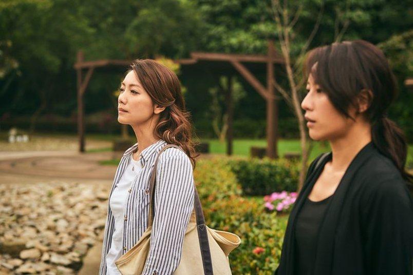 阿欽年輕時,被要好女友秀玲(左)的雙親嫌棄自己的工人出身,從而好事難偕。 圖/大慕影藝